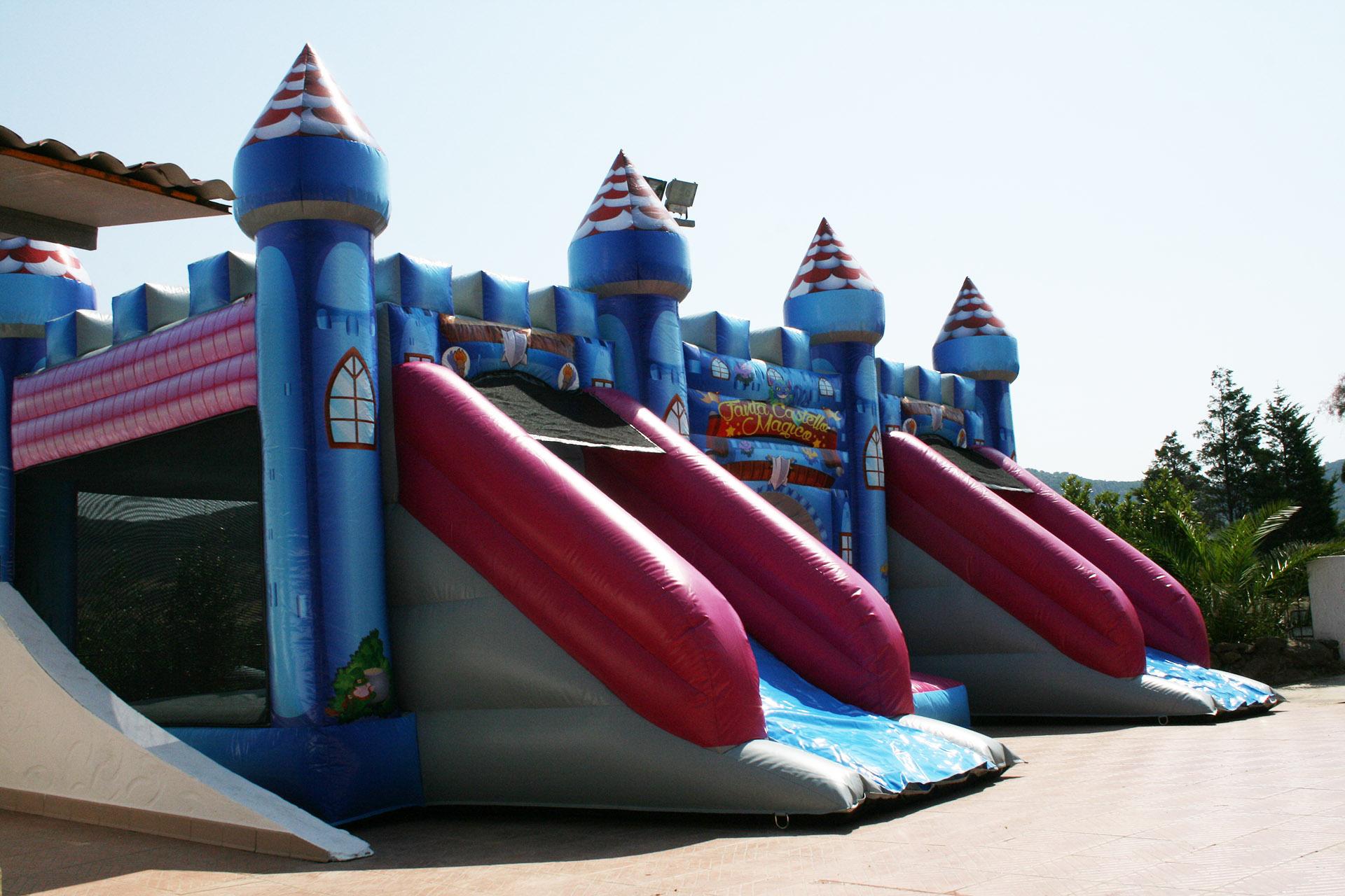 Parco Giochi Gonfiabile a Carbonia per compleanni e feste per bambini - Ristorante Tanit - Ristorante a Carbonia dal 1981 - 2