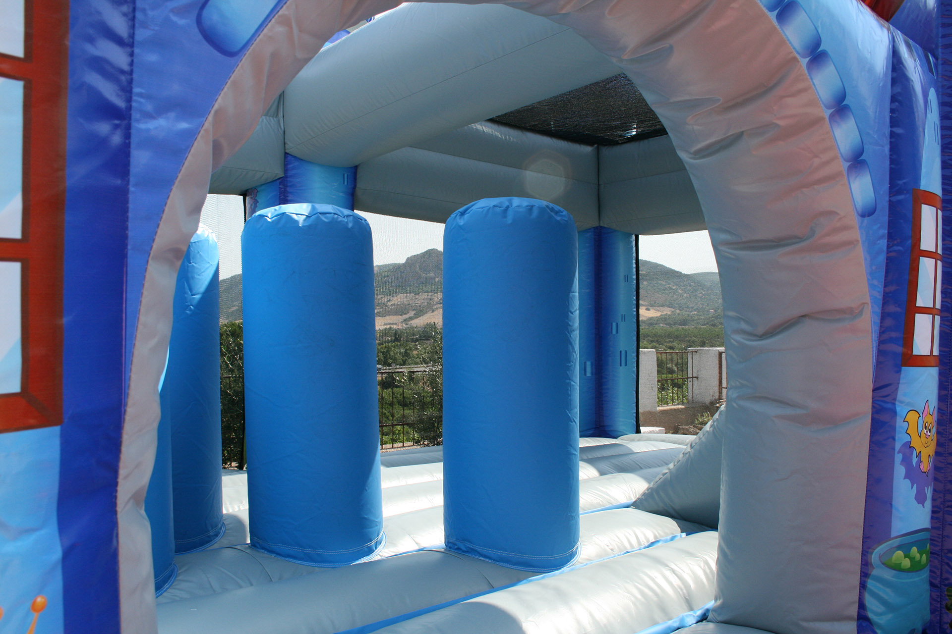 Parco Giochi Gonfiabile a Carbonia per compleanni e feste per bambini - Ristorante Tanit - Ristorante a Carbonia dal 1981 - 3