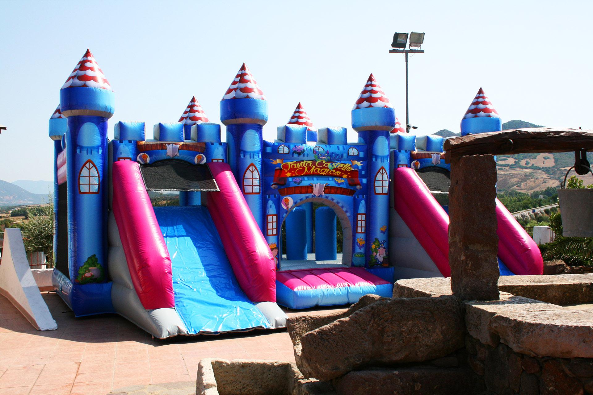 Parco Giochi Gonfiabile a Carbonia per compleanni e feste per bambini - Ristorante Tanit - Ristorante a Carbonia dal 1981 - 5